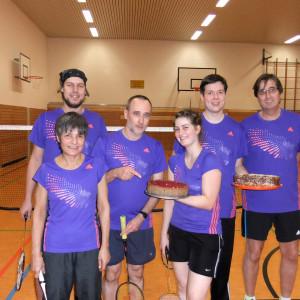 Von Links: Roswitha, Helena, Patrick, Justus, Heiko, Klaus und die beiden Kuchen nicht vergessen. Unseren Gästen haben sie ebenso wirklich sehr gut geschmeckt.